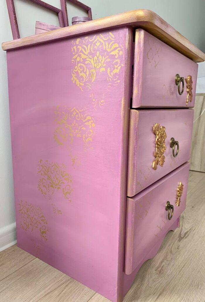 Cadou mobilier decorat manual