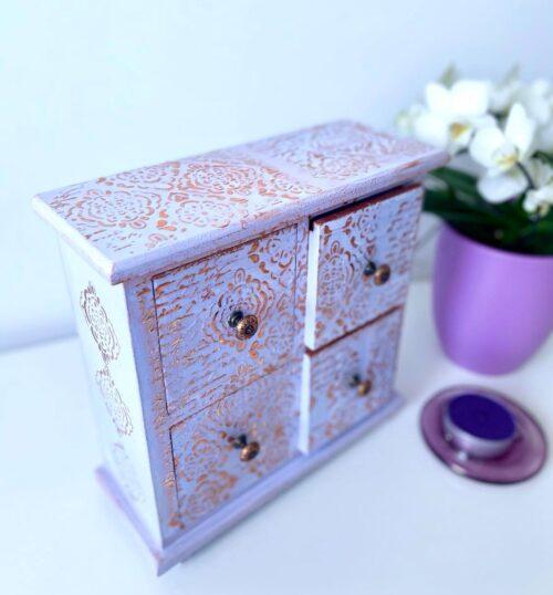Mic mobilier decorat manual