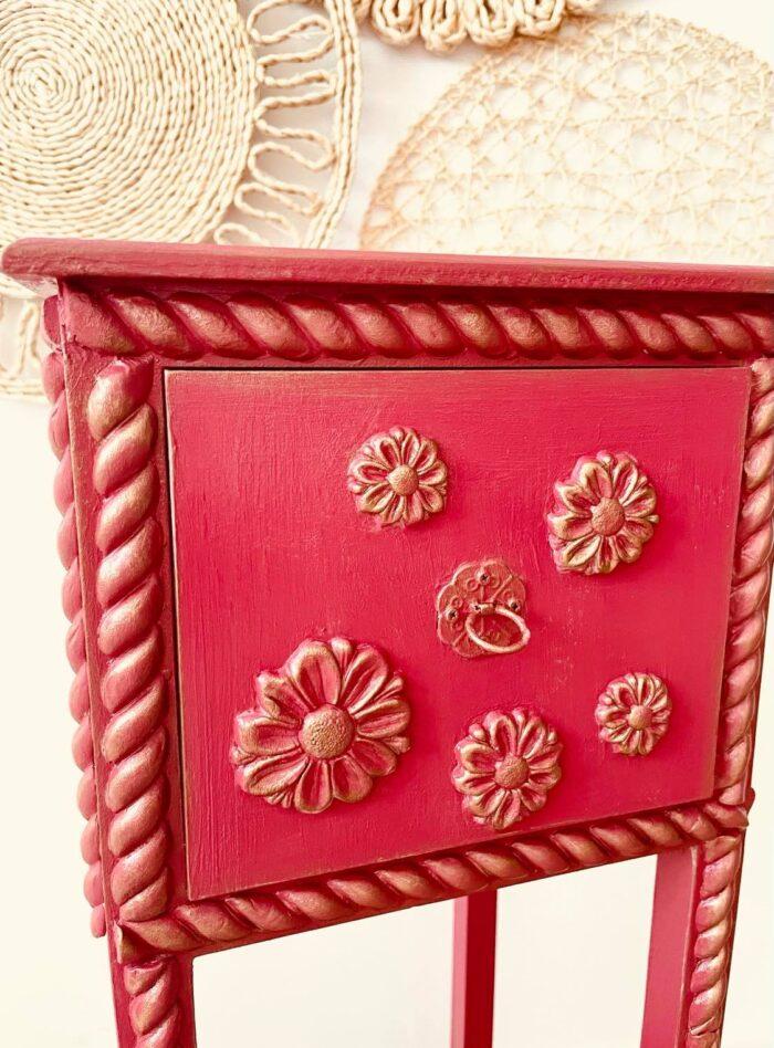 Mobilier decorat manual